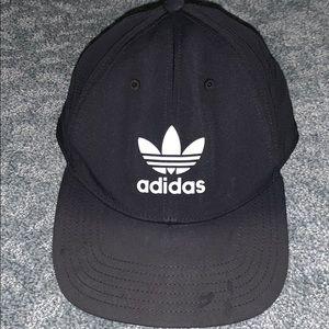 Adidas Womens SnapBack 🌻